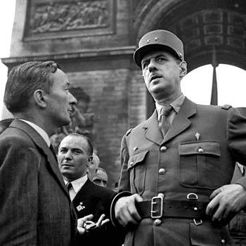 Le Général de Gaulle, défilé des Champs Elysées le 26 août 1944. ¨Photo Serge de Sazo.