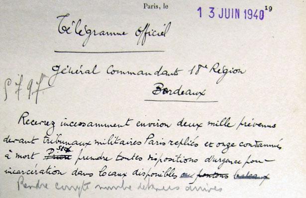 Minute de la décision du 13 juin 1940 du ministère de la Défense nationale et de la Guerre de replier vers Bordeaux les prévenus et condamnés à mort de la prison militaire de Paris.