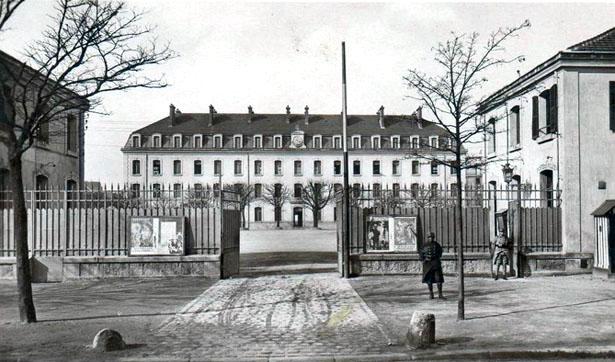 La caserne des Tourelles, 141 boulevard Mortier, Paris 20e arrondissement.