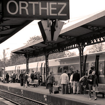 Train en gare d'Orthez.