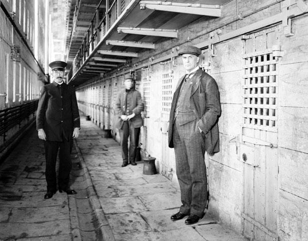 Prison Sing Sing (New York), 1914. À droite, Warden T.M. Osborne.