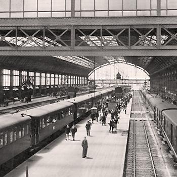Trains en gare de Bordeaux Saint-Jean au début des années 50.