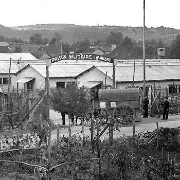 Entrée de la prison militaire de Mauzac (Dordogne).