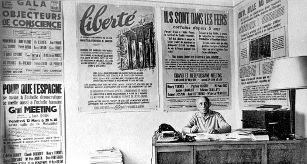 """Louis Lecoin au siège de son journal """"Liberté""""."""