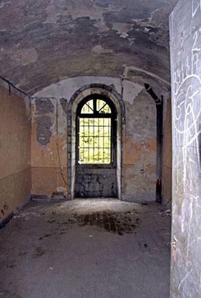 L'une des cellules du Fort du Portalet, prison d'État en 1941-1942 et 1945.