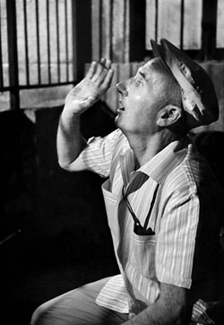 """Claude Autant-Lara, réalisateur du film censuré : """"Tu ne tueras point"""", 1960."""