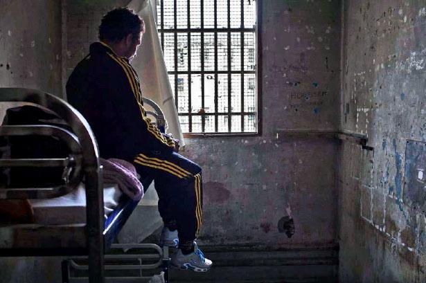 Cellule de confinement de la maison d'arrêt des hommes. Les Baumettes, Marseille, 2012.
