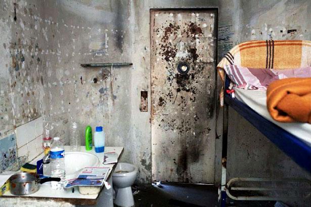 Cellule de confinement de la maison d'arrêt des hommes, Les Baumettes, Marseille, 2012