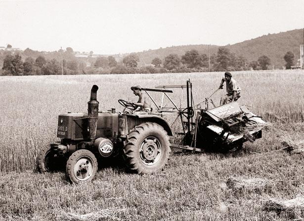 Tracteur de la ferme du domaine agricole de Mauzac, 1953, coll. J. Tronel