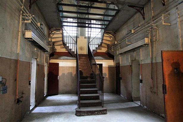 Prison Saint-Paul à Lyon, escalier. Photo Philippe Juste, septembre 2012.