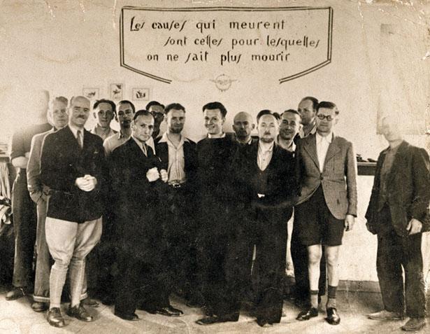 Prison militaire de Mauzac (Dordogne), 1942. Groupe de prisonniers politiques du SOE, évadés le 16 juillet 1942, dont Pierre-Bloch. Photo DR