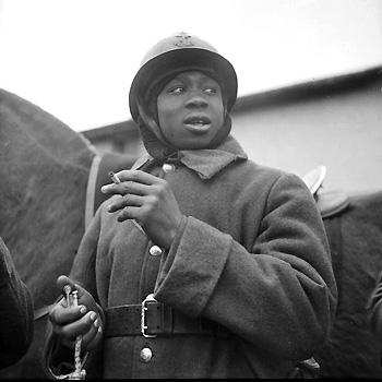 1940 : portrait d'un tirailleur sénégalais de la 2e armée.