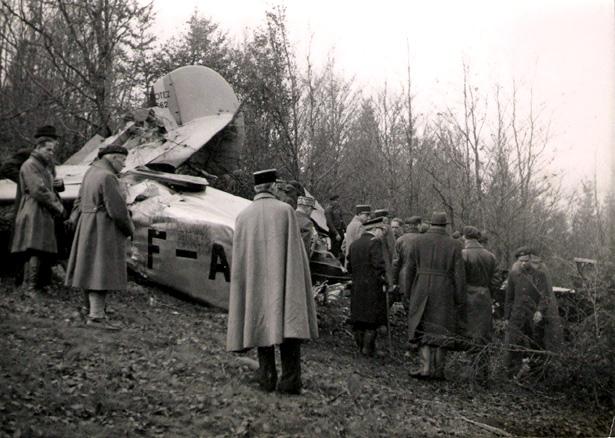 """Quelques heures après le crash de l'appareil. Source Agence Photo """"Actualit""""."""