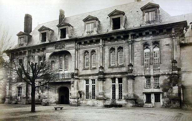 Château François 1er de Villers-Cotterêts, transformé en dépôt de mendicité en 1808.