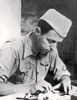 Springer coiffé d'un chapeau militaire à Forcalquier, l'annexe du Camp des Milles