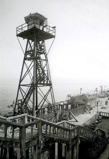 Alcatraz : mirador du pénitencier fédéral. Coll. J. Tronel