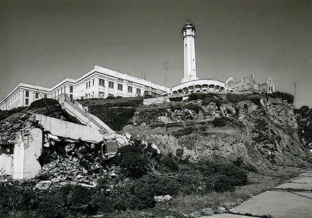 Le pénitencier et le phare de l'île Alcatraz