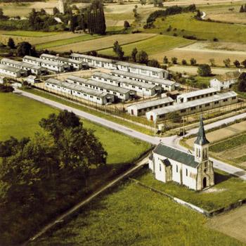 http://prisons-cherche-midi-mauzac.com/wp-content/uploads/2013/08/prison_militaire_de_mauzac_vue_aerienne.jpg