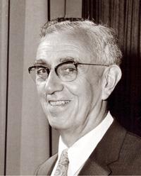 Pryce Hughes, Étudiant de la Bible, objecteur de conscience