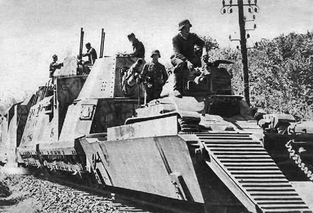 """Panzerzug n°32 : train blindé allemand utilisé dans le tournage du film """"La Bataille du rail"""" en 1946."""