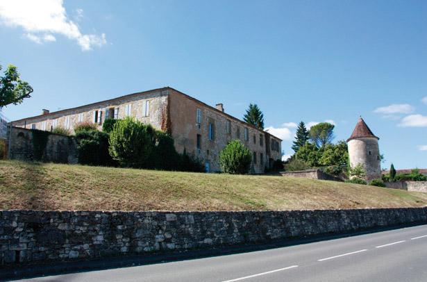 Ancien couvent des Récollets, devenu hospice et hôpital, actuellement siège du Bastideum, Monpazier, photo J. Tronel.