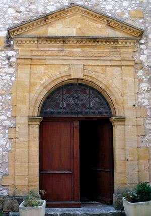 Entrée de l'hospice de Monpazier, rue Jean Galmot, photo Mossot.
