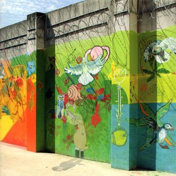 """Fresque du Centre de détention de Villefranche-sur-Saône. Couverture du livre d'Étienne Madranges, """"Prisons : Patrimoine de France""""."""