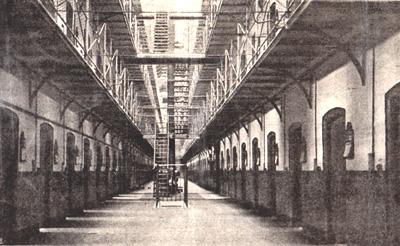 Wormwood Scrubbs : « Le grand vestibule sur lequel ouvrent les cellules. »