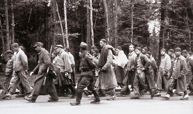 Ces marches sont appelées «marches de la mort» car les détenus meurent en grand nombre, d'épuisement ou assassinés par les SS. Photo: Mémorial Dachau