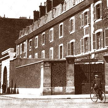Entrée du tribunal militaire de Paris, à la prison du Cherche-Midi.