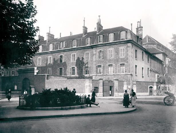 La prison militaire de Paris, à l'angle de la rue du Cherche-Midi et du boulevard Raspail. Photo Charles Lansiaux, 1917, CVP/DHAAP.