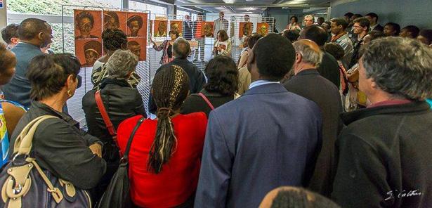 Le 27 avril 2014, Francine Mayran au Centre Européen de la jeunesse à Strasbourg,pour la 20e commémoration du génocide des Tutsi,en présencede l'ambassadeur du Rwanda en France, Monsieur Kabale, et de représentants d'IBUKA.