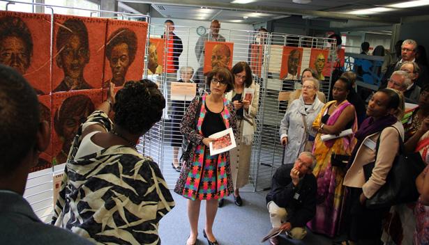 """<a><img src=""""http://prisons-cherche-midi-mauzac.com/wp-content/uploads/2014/05/2014_04_27_rwanda_francine_mayran_expo_2.jpg"""" alt=""""Francine Mayran, le 27 avril 2014, au Centre Européen de la jeunesse à Srasbourg,pour la 20e commémoration du génocide des Tutsi"""" width=""""615"""" height=""""280"""" class=""""alignnone size-full wp-image-15919"""" /></a>"""