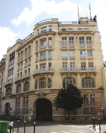 central téléphonique de la rue du Cherche-Midi, édifié à la place de l'hôtel des Conseils de guerre. Photo Jacky Tronel.