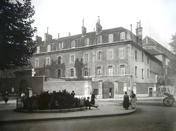 Prison militaire de Paris située à l'angle de la rue du Cherche-Midi et du boulevard Raspail, 12/09/1917, photo Charles Lansiaux, CVP, DHAAP.