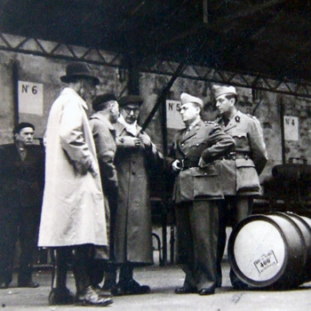 Usine de carburant dans la région de Bordeaux, à l'automne 1944. 18e région militaire. Coll. Jacky Tronel