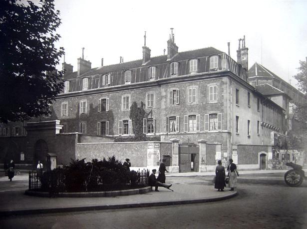 La prison militaire de Paris, située à l'angle de la rue du Cherche-Midi et du boulevard Raspail, photo Charles Lansiaux, 1917, CVP/DHAAP.