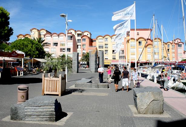 Les 5 menhirs de Port-Gruissan, photo Daniel Leclercq.