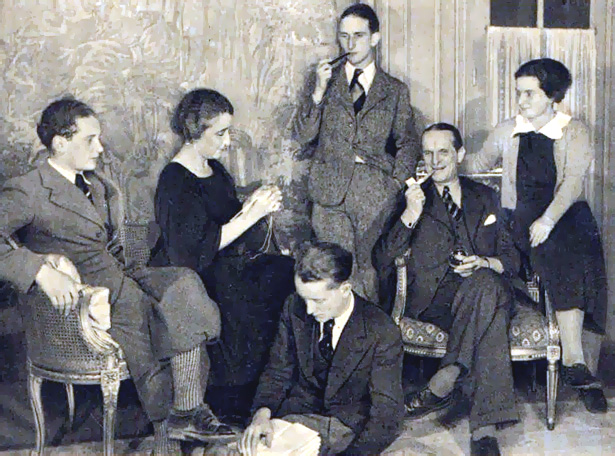 Carte postale, « La Rocque au milieu de sa famille », cliché P. Dreville, Helpé Imp. Paris.