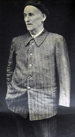 Le maire d'Urdoz, Ambroise Porte, attend, au Portalet, les responsables de 1940. Hebdomadaire 7 Jours du 9 novembre 1941.