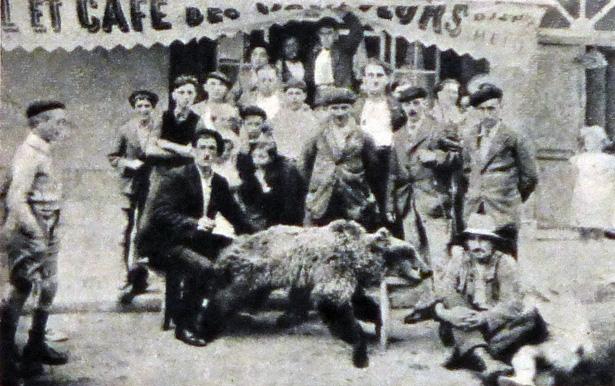Dans son édition du 9 novembre 1941, le grand hebdomadaire d'actualités lyonnais Sept Jours, dirigé par Jean Prouvost, publiait un reportage photographique : « Le Portalet, enceinte fortifiée »
