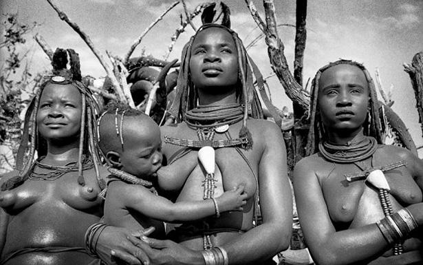 « Les années Ovahimba », un témoignage photographique de sept années de vie et de travail avec les Ovahimba avec Rina Sherman.