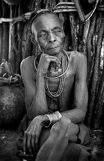 Rina Sherman porte le projet « Les années Ovahimba » depuis 1996