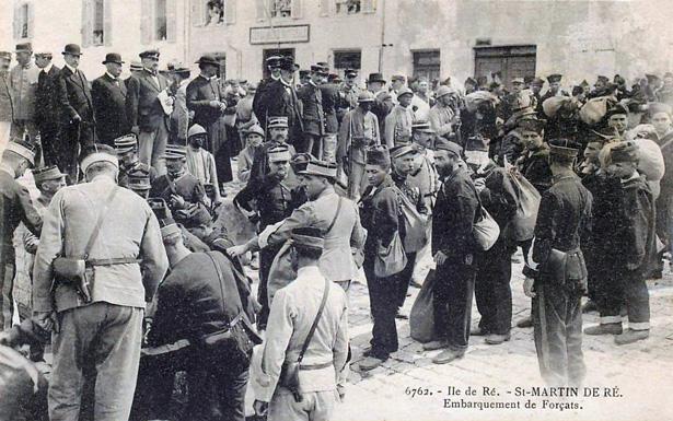 Saint-Martin de Ré : embarquement des forçats en vue de leur transportation vers les bagnes coloniaux.
