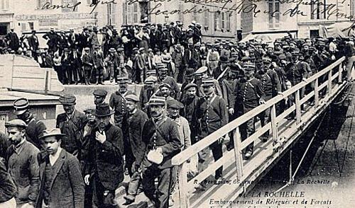 Saint-Martin de Ré : embarquement de récidivistes à destination des bagnes coloniaux.