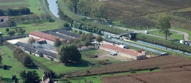 Ancien centre de Mauzac (Dordogne) en cours de rénovation, 2008, photo Jacky Schoentgen.