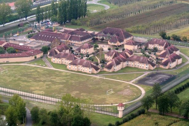 Nouveau centre de détention de Mauzac (Dordogne), construit de 1984 à 1986 par Noëlle Janet et Christian Demonchy, architectes. Photo Jacky Schoentgen.