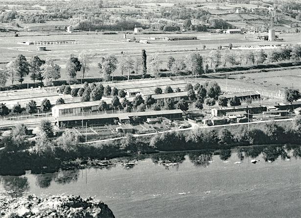 Centre pénitentiaire de Mauzac, camp sud, à vol d'oiseau…photo prise du tertre du château de Badefols surplombant la rivière Dordogne